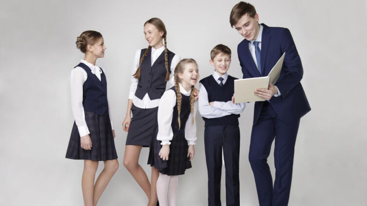 Удобная и стильная: как выбрать хорошую школьную форму?