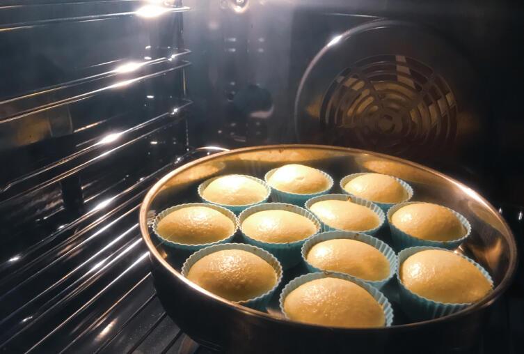 Как готовятся сдобные пасхальные бабы?