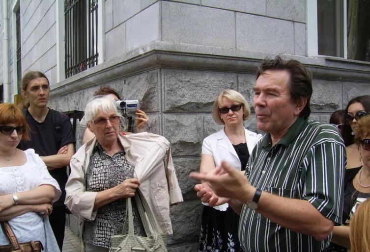 Экскурсию по Харбину проводит Иннокентий Суворов