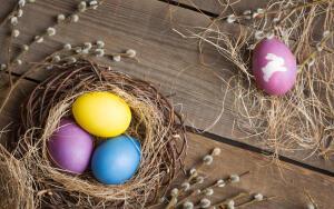 Как красиво и быстро покрасить пасхальные яйца?