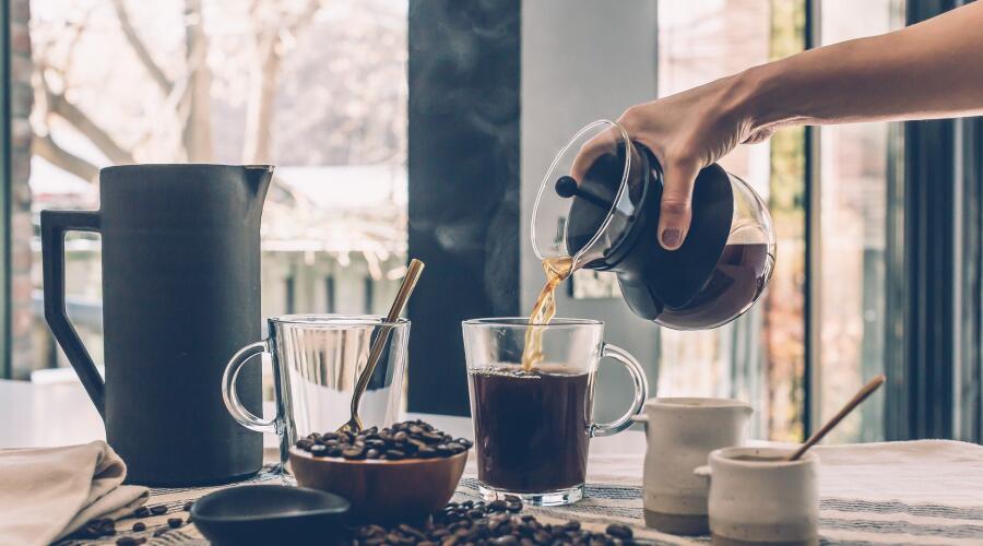 Варка кофе - единственное, что радует главного героя