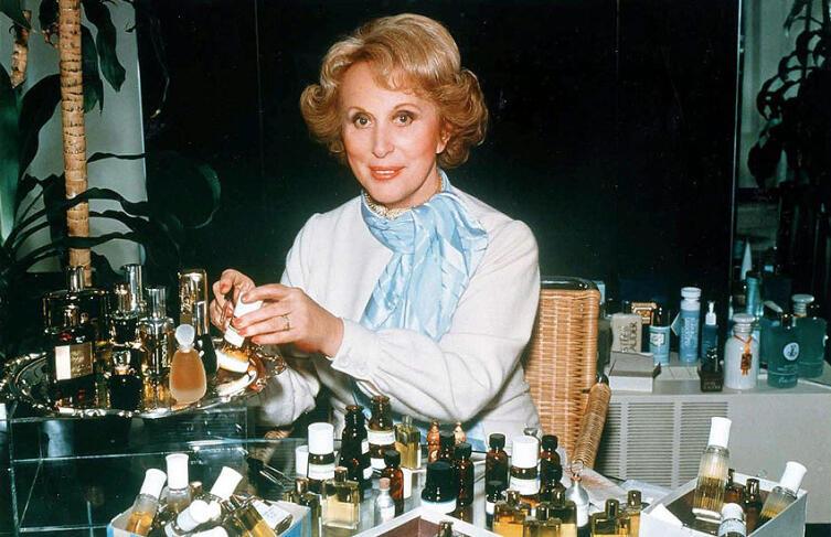 Эсте Лаудер со своей косметикой