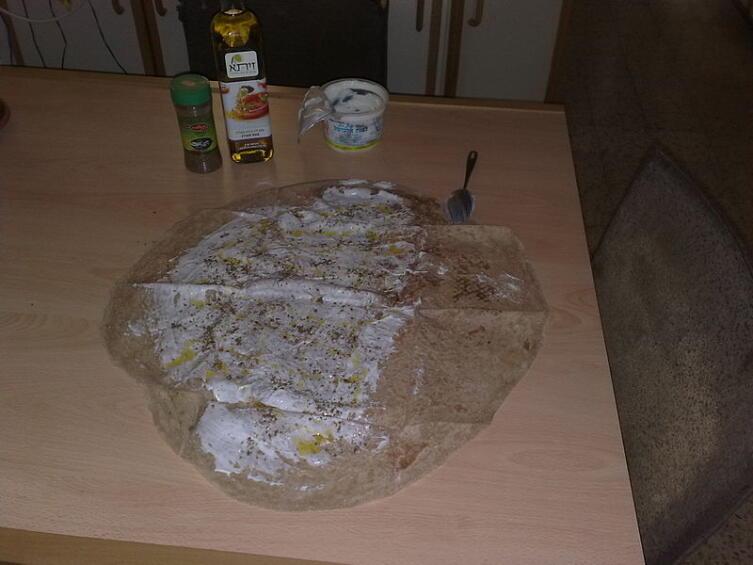 Друзская пита в процессе приготовления