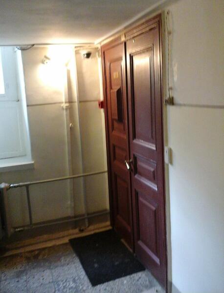 Дверь квартиры № 44 в Фонтанном доме, где жили Н. Пунин и А. Ахматова