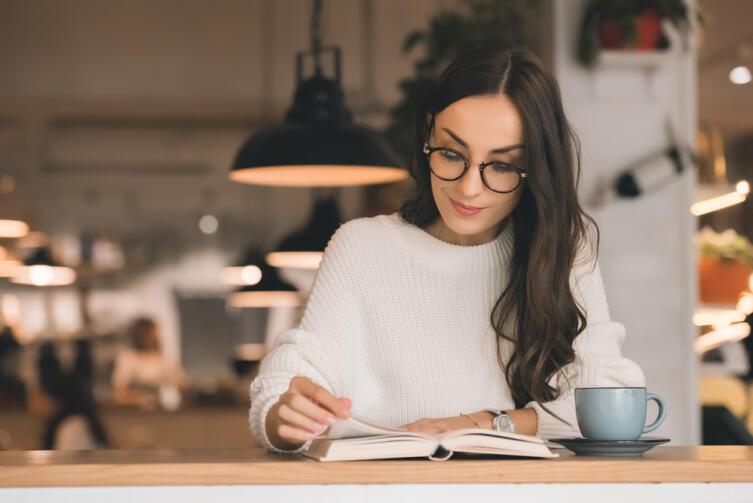 При чтении же глазами вы — не только читатель, но и соавтор, постановщик, интерпретатор прочитанного