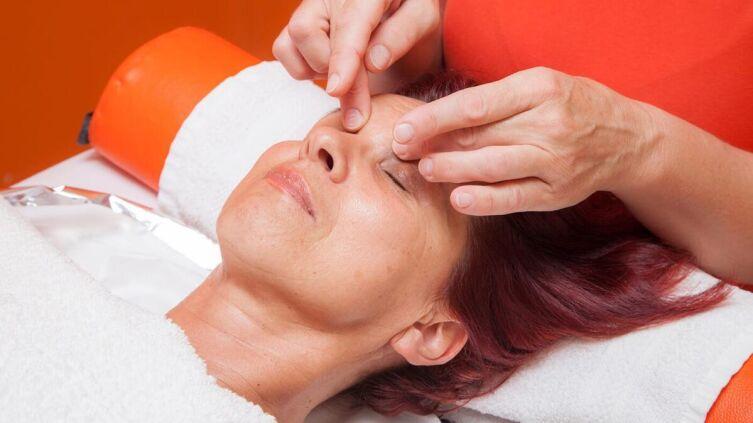 Лимфодренажный массаж лица выполняется для улучшения работы лимфатической системы