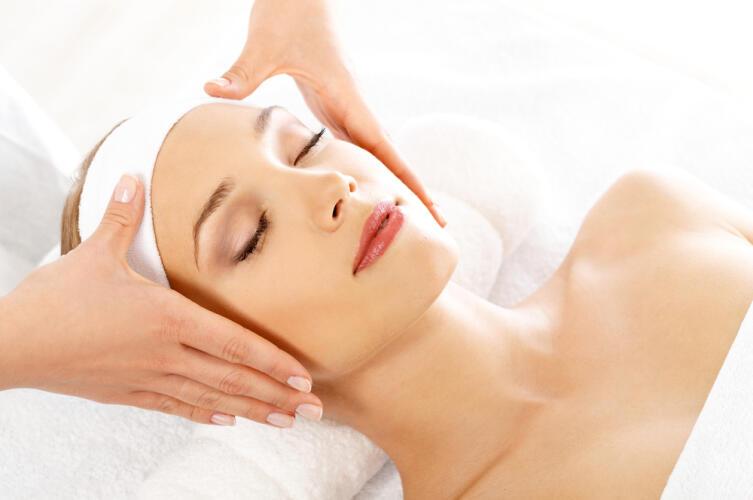 Косметический эффект после курса лимфодренажного массажа лица сохраняется лишь некоторое время