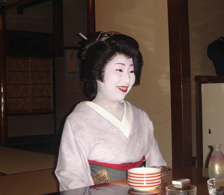Первым делом учениц гейш обучали искусству быть красивыми