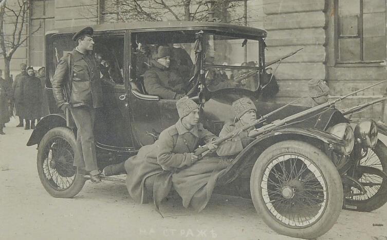 Turcat-Mery 1915 года выпуска. Фотооткрытка «На страже». На оборотной стороне подпись орешковыми чернилами. Неизвестная мастерская, Петроград, начало ХХ в.