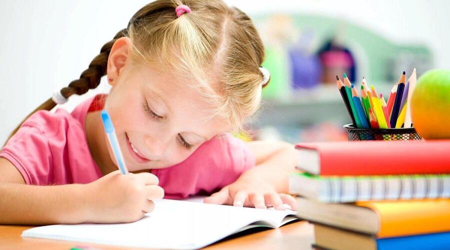 Как выбрать письменный стол для школьника?
