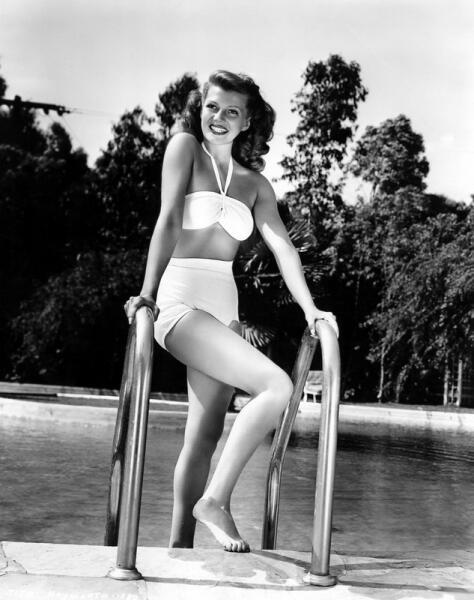 Рита Хэйворт в купальнике