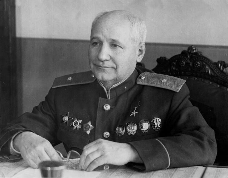 Генерал-майор авиационно-технической службы А. Н. Туполев, 1944 г.