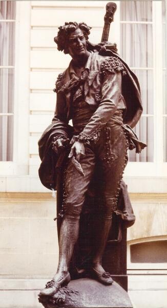 Памятник Фигаро