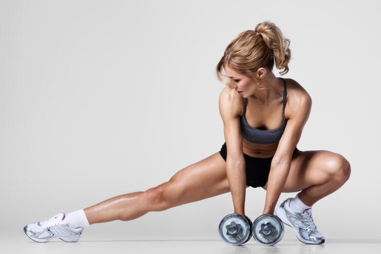 Мышцы вздуваются чуть-чуть, за счёт кровенаполнения, но очень ненадолго, на время тренировки