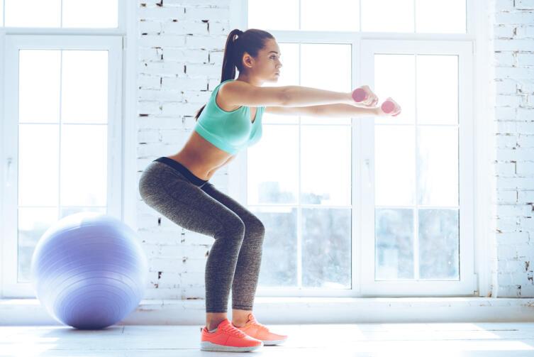 Если же вы «подкачиваете руки» гантелями по два кило — не стоит опасаться, что вы «накачаете мышцы»