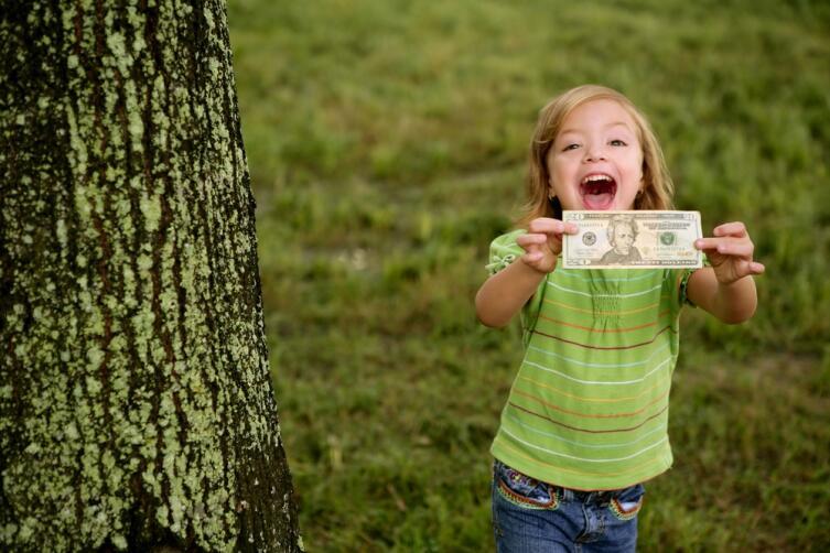 Почему детям не нужно выдавать карманные деньги?