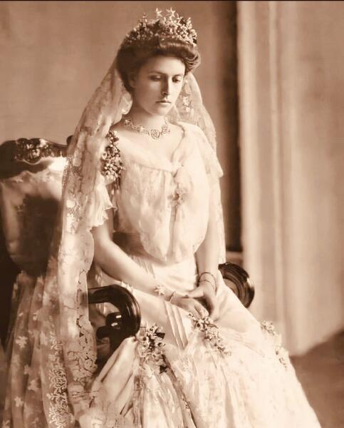 Алиса Баттенберг в день свадьбы