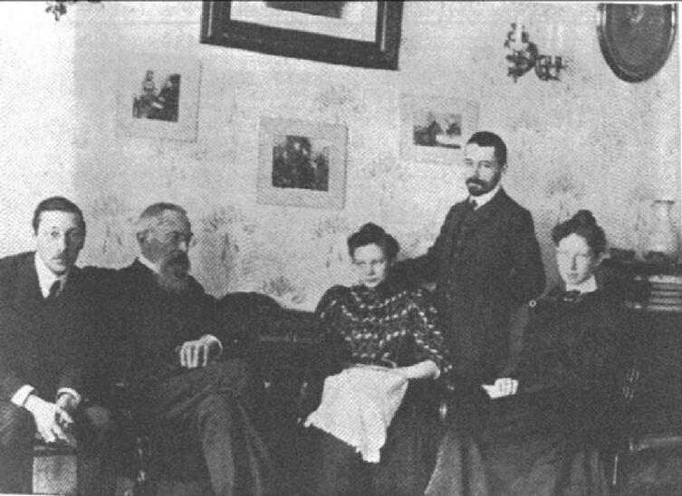 Н. Римский-Корсаков со своим учеником И. Стравинским (сидят слева)