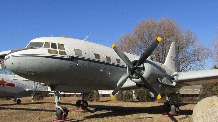 Ил-12 в музее авиации