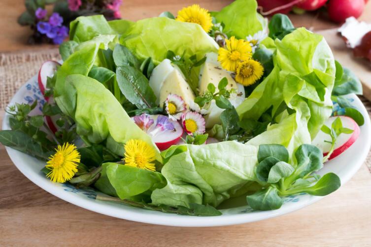 Весенний цветочный салат