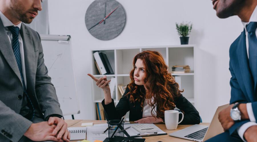 Как правильно прекращать общение с непрошеными советчиками?