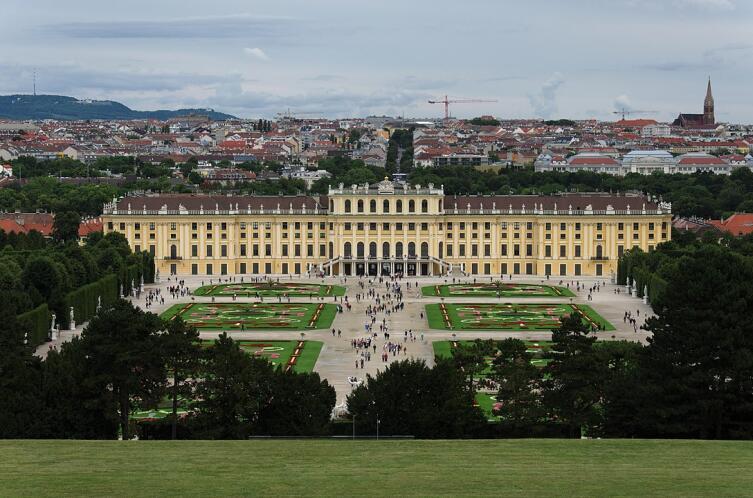 Дворец Шёрнбург