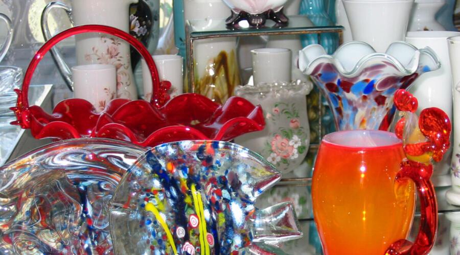 Экспонаты «Музея стекла», г. Вышний Волочёк