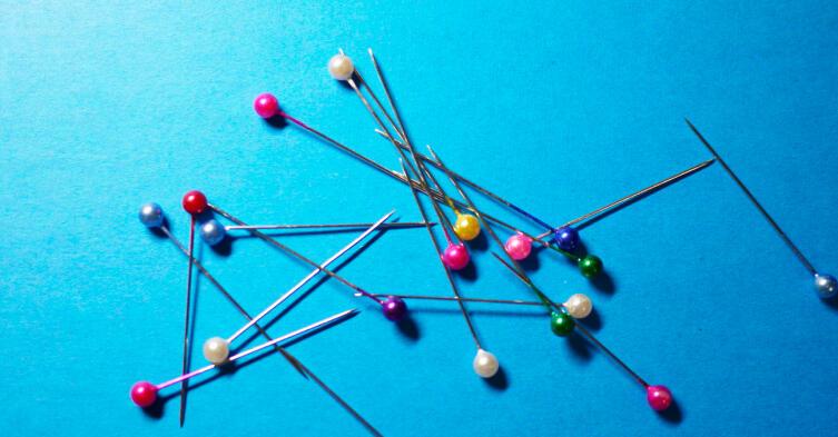Швейные булавки с цветными навершиями