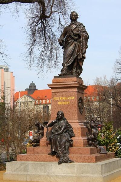 Памятник Мендельсону в Лейпциге, у церкви святого Фомы, где работал Бах