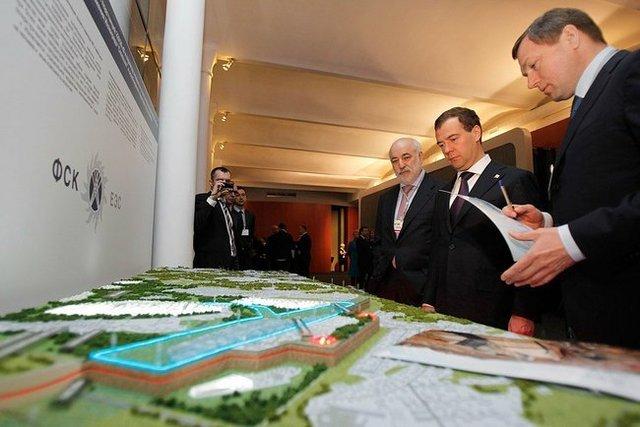 Дмитрий Медведев осматривает планировку иннограда