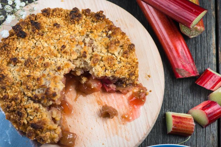 Как приготовить вкусный пирог с ревенем?