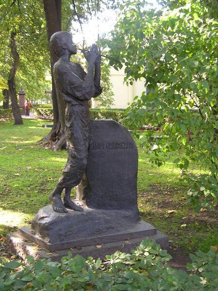 Памятник на могиле А. С. Даргомыжского, 1961 Бронза. Некрополь мастеров искусств, Санкт-Петербург, скульптор— А. И. Хаустов