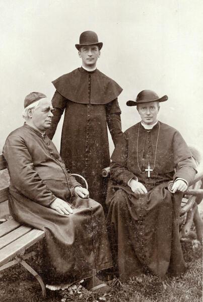 Себастьян Кнейпп и два священника