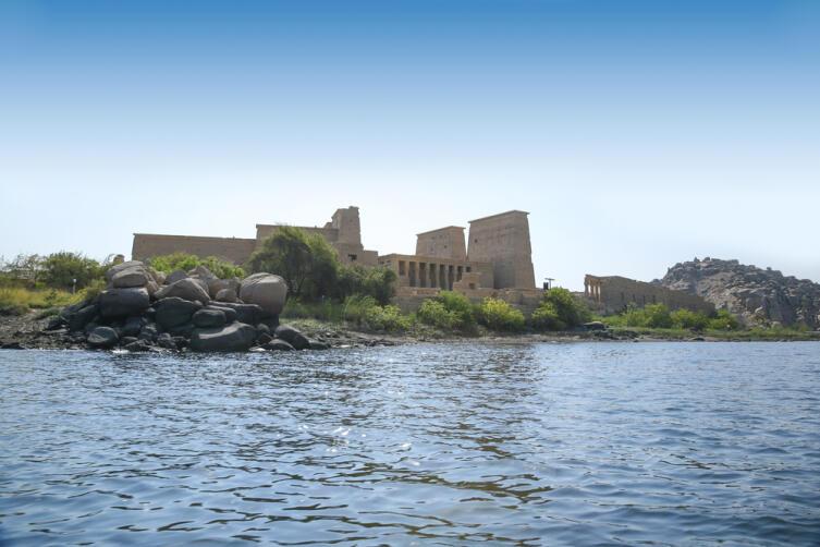 Нил и древний храм в Филе