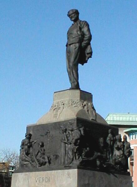 Статуя Верди в Милане