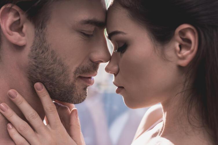 Неуверенная в себе, робкая девушка может выбрать слабого мужчину