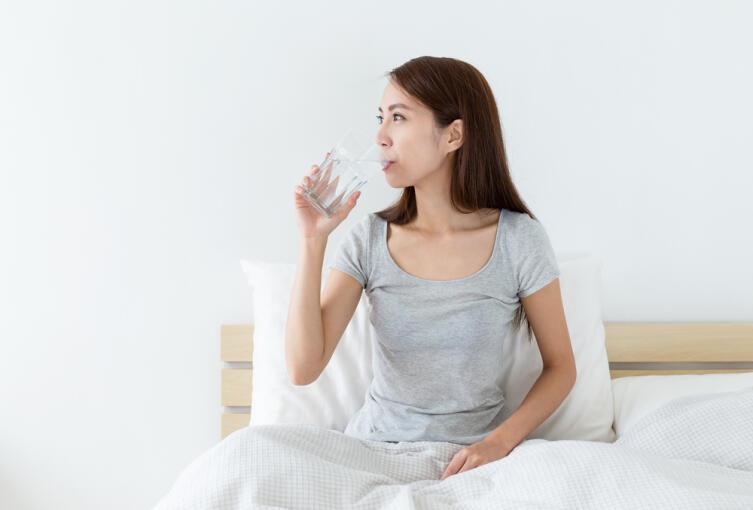 Перед сном много пить не стоит