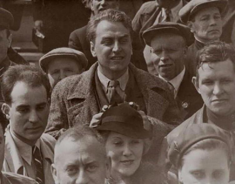 Григорий Александров и Любовь Орлова у мавзолея Ленина, 7 ноября 1935 г.