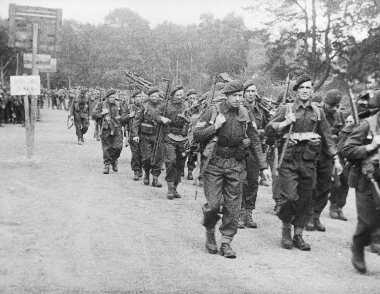 Британские коммандос перед погрузкой на десантные корабли. Саутгемптон. Англия