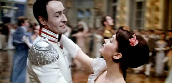 Наташа танцует на балу с Болконским