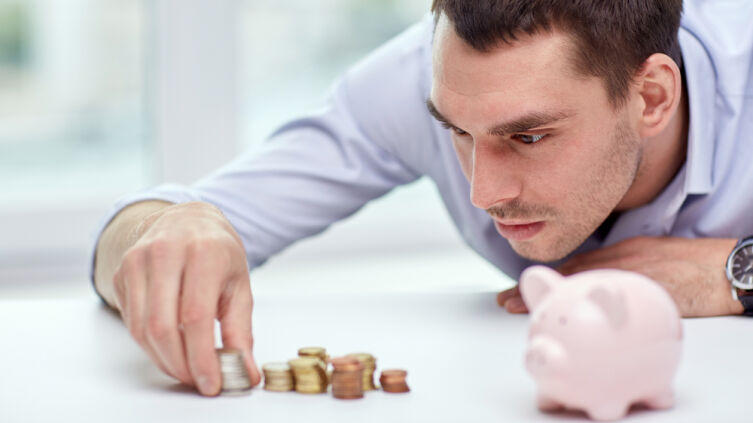 Какую роль играют деньги в обществе?