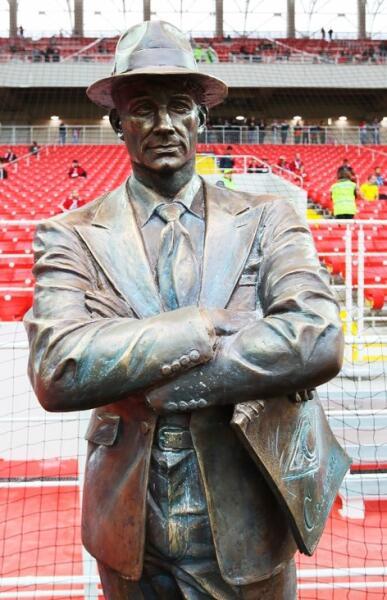 Бронзовая фигура Николая Старостина на стадионе «Открытие Арена»