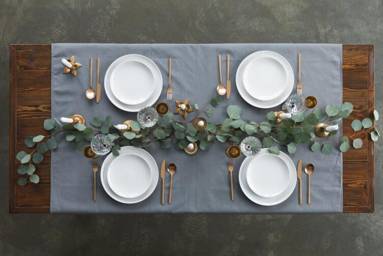 Если к обеду ждёте гостя, а он запаздывает, нужно потрясти скатерть на столе — он и придёт
