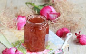 Чем полезно розовое варенье?