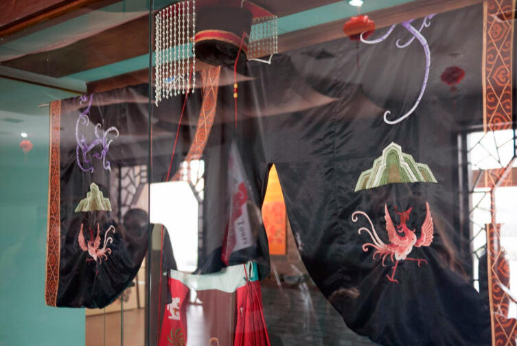 Национальная китайская одежда из шёлка