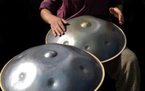 Сколько веков разделяют древний барабан и ханг?