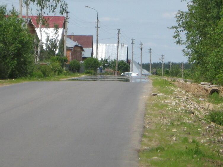Мираж над асфальтированной дорогой