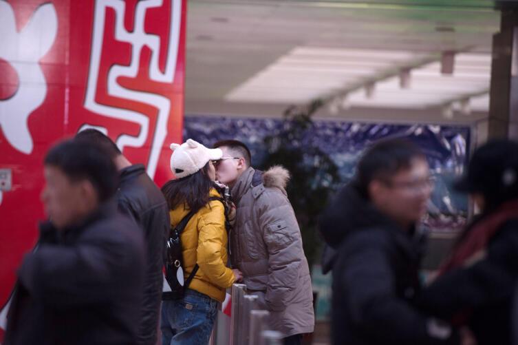 В Китае за поцелуй в общественном месте штрафуют