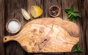 Почему деревянные разделочные доски лучше, чем другие?