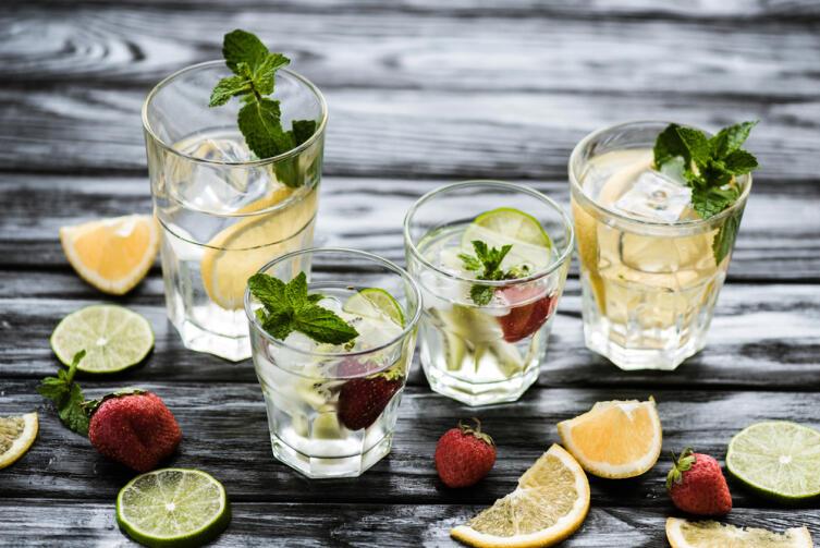 Какие летние напитки можно приготовить из свежей клубники?